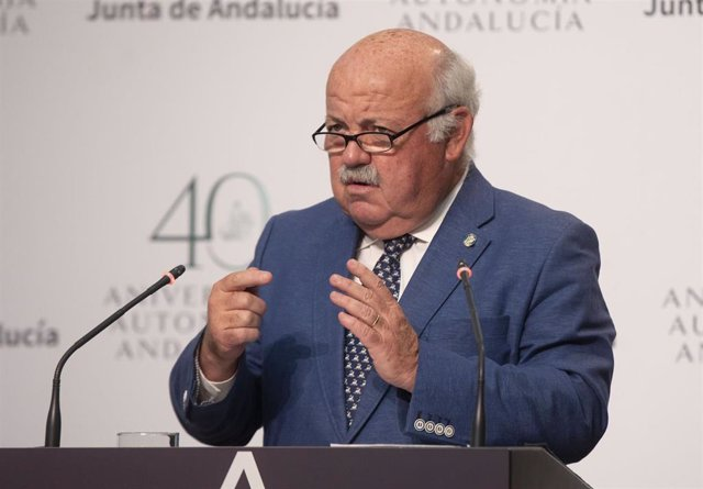 Archivo - El consejero de Salud y Familias, Jesús Aguirre, durante la rueda de prensa tras la reunión semanal del Consejo de Gobierno de la Junta de Andalucía, foto de archivo