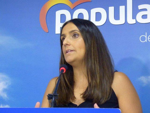 La portavoz de Salud y Familias del PP-A en el Parlamento andaluz, Beatriz Jurado, en la sede de su partido en Córdoba.