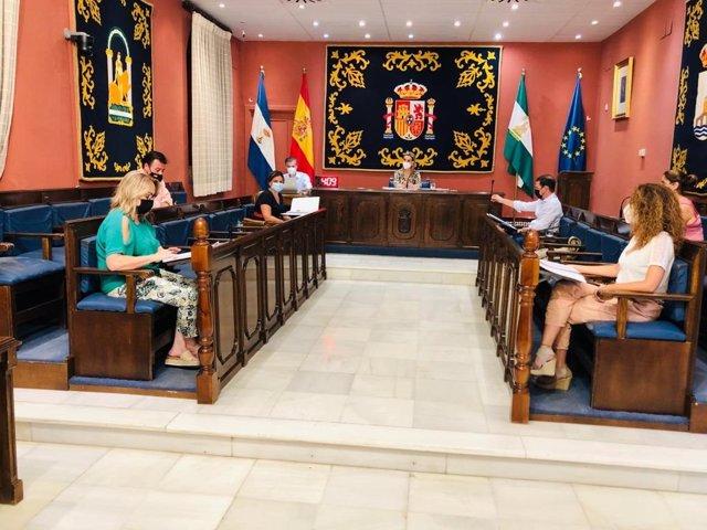El pleno ha aprobado también el modelo de gestión para el Centro Deportivo Zacatín, créditos para una nueva oficina de atención ciudadana multicanal, reformas en la Jefatura de la Policía Local, e iniciativas de apoyo al asociacionismo.