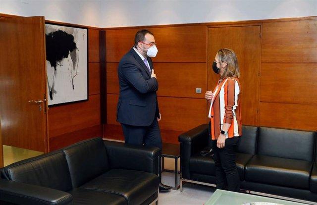 El presidente del Principado, Adrián Barbón, recibe a la presidenta de FADE, María Calvo.