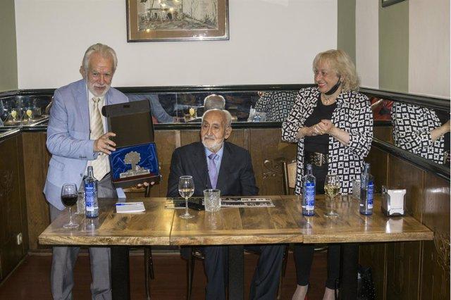 Ramón Darío Molinary recibe el Premio OCIb a la Cooperación Iberoamericana.