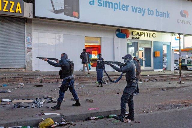 Protestes a Sud-àfrica contra l'empresonament de l'expresident Jacob Zuma