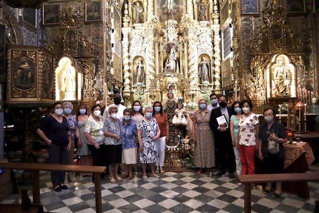 El parroco de Aguilar y feligreses comprometidos con la celebración del jubileo por el 350 aniversario del Convento de las Carmelitas Descalzas.