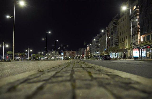 Archivo - Calle Castelar de Santander vacía de gente