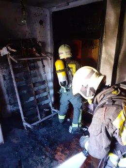 Bomberos sofocan un incendio en una vivienda de Laredo