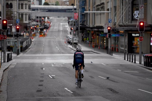 A general view of the central business district in Sydney, Saturday, July 17, 2021. The stay-at-home orders for coronavirus-hit Greater Sydney and surrounds have been tightened with the lockdown extended for a further 2 weeks. (AAP Image/Dan Himbrechts) N