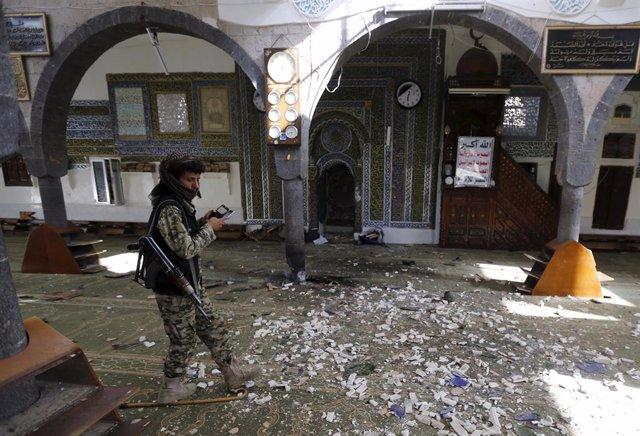 Archivo - Al menos 25 civiles han muerto en bombardeos aéreos de la coalición internacional liderada por Arabia Saudí en la localidad de Bani Zela, en el noroeste de Yemen, según han informado vecinos de la zona y fuentes médicas en declaraciones telefóni