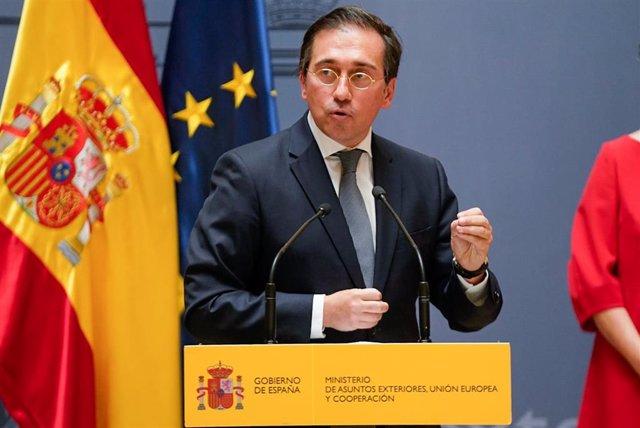 El nuevo ministro de Asuntos Exteriores, Unión Europea y Cooperación, José Manuel Albares, interviene tras recibir la cartera ministerial de manos de su predecesora, Arancha González Laya el 12 de julio de 2021.