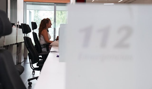 Archivo - Una trabajadora del 112 Andalucía