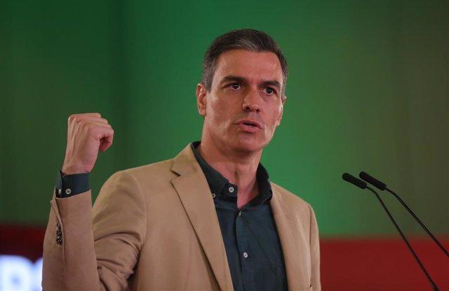 El secretario general del PSOE y presidente del Gobierno, Pedro Sánchez , durante su intervención en un acto de partido en el Hotel Barceló Renacimiento, a 17 de julio de 2021 en Sevilla (Andalucía, España).