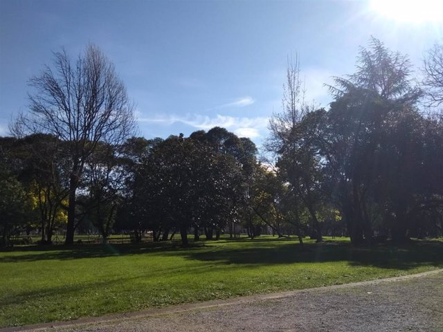 Archivo - Jornada soleada en Euskadi.