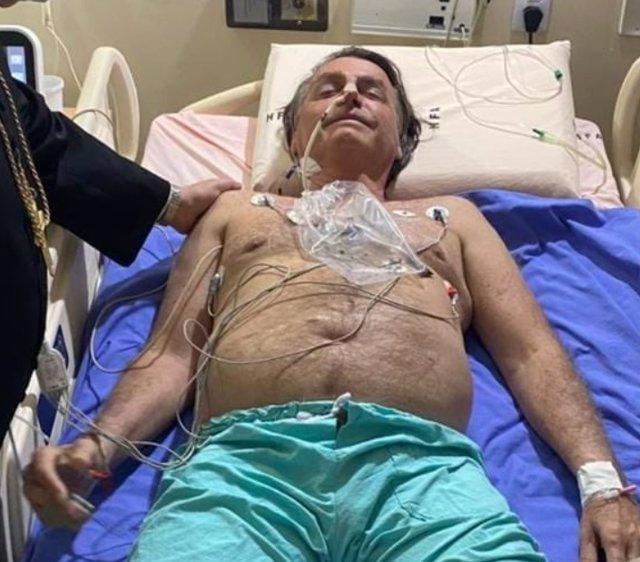El presidente de Brasil, Jair Bolsonaro, hospitalizado por una obstrucción intestinal