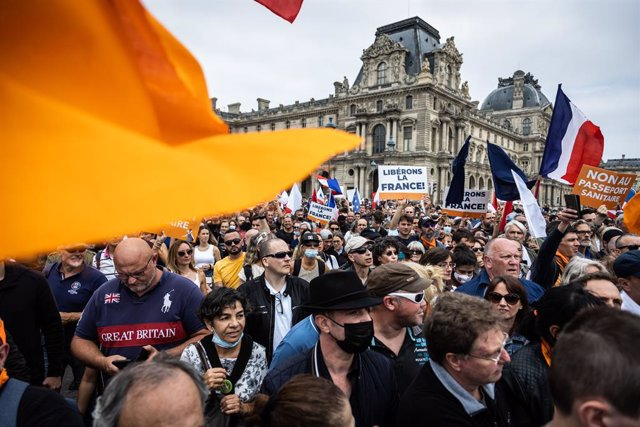 17 July 2021, France, Paris: Demonstrators take part in a protest against the new coronavirus safety measures including a compulsory health pass called for by the French government. Photo: Sadak Souici/Le Pictorium Agency via ZUMA/dpa