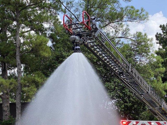 Manguera de desinfección empleada en el incidente químico en el parque acuático de Six Flags Hurricane Harbor Splashtown, en Spring, en el estado de Texas