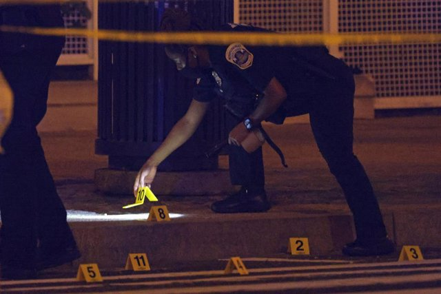 La Policía Metropolitana del Distrito de Columbia frente al estadio de los Washington Nationals tras un tiroteo
