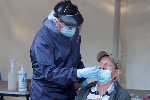 05 July 2021, Mexico, Mexico City: A health worker wearing a protective suit collects a nasal swab sample from a man, at the Coronavirus (Covid-19) testing drive in Benito Juarez Mayor's Office. Photo: -/El Universal via ZUMA Wire/dpa