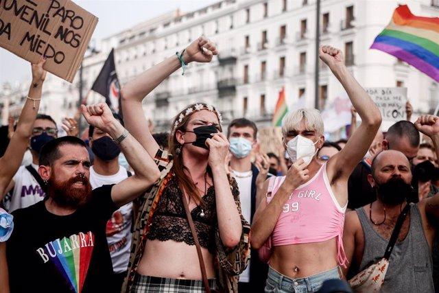 Concentración contra agresiones LGTBfóbicas en la Puerta del Sol