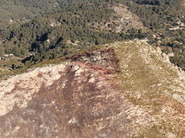 Imagen de la zona afectada por el incendio forestal declarado en el Coll de sa Gramola este sábado.