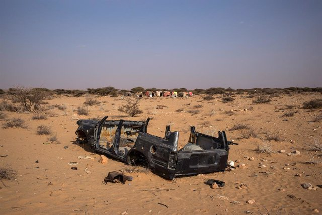 Archivo - Restos de un vehículo en Puntlandia, Somalia