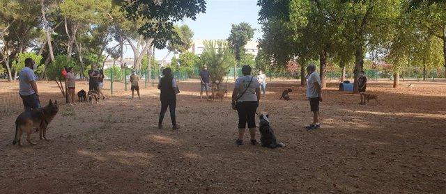 Informadores de Sadeco dan consejos y técnicas de adiestramiento canino.
