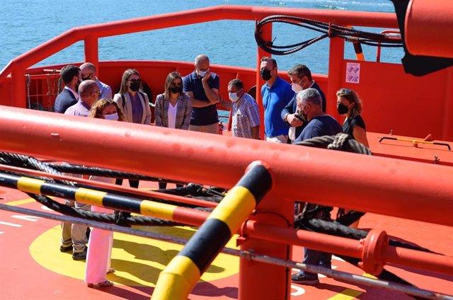 Reunión de autoridades con familiares del tripulante desaparecido al vocar el pesquero santoñés 'Maremi' y hundirse al norte de Cabo Mayor