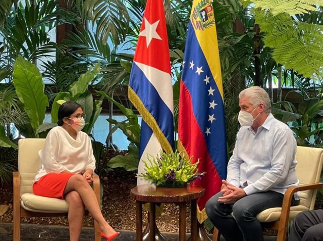 La vicepresidenta de Venezuela, Delcy Rodríguez, y el presidente de Cuba, Miguel Díaz-Canel