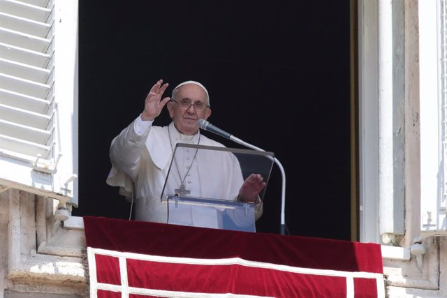 18 July 2021, Vatican, Vatican City: Pope Francis delivers Angelus preyer from the window of the Apostolic palace  overlooking Saint Peter's Square at the Vatican. Pope Francis has been released from Rome Gemelli University Hospital hospital on 14 July 20