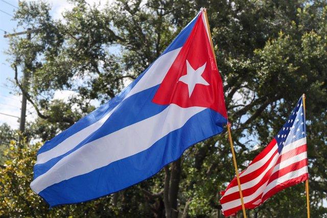 Banderes de Cuba i els Estats Units en Tampa