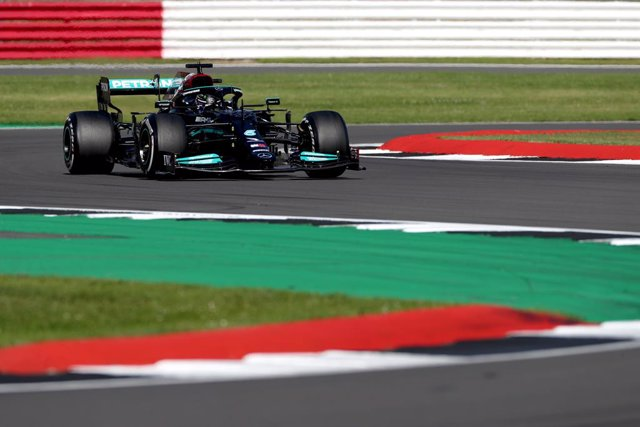 18 July 2021, United Kingdom, Towcester: British F1 driver Lewis Hamilton of Mercedes AMG Petronas, drives during the Formula One Grand Prix of Britain at the Silverstone Circuit. Photo: Bradley Collyer/PA Wire/dpa