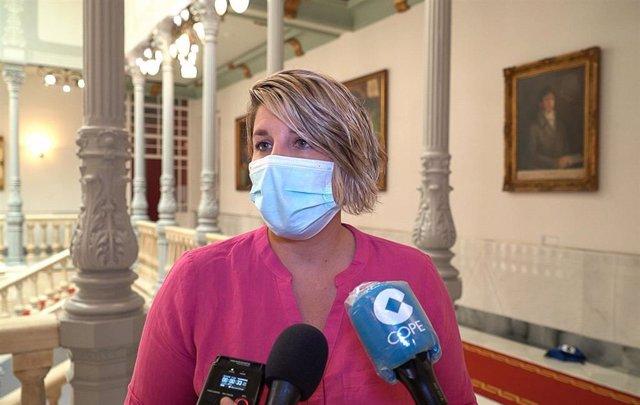 Archivo - Foto de archivo de la alcaldesa de Cartagena, Noelia Arroyo, atendiendo a medios de comunicación