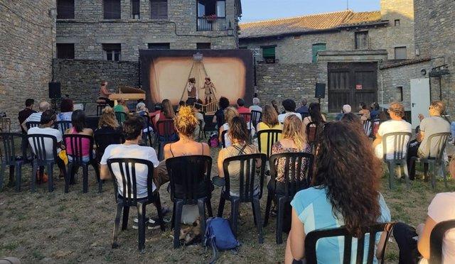 Títeres, teatro mundo y música de orquesta, para celebrar el penúltimo sábado del Festival Castillo de Aínsa.