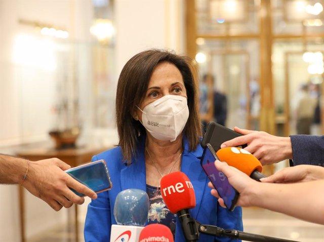 La ministra de Defensa, Margarita Robles, ofrece declaraciones a los medios de comunicación durante la clausura de las Jornadas de Seguridad y Defensa para las comisiones de Defensa del Congreso y el Senado en la sede del Centro Superior de Estudios de la
