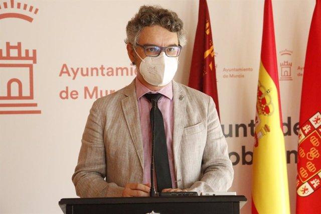 El concejal Antonio Benito, durante su comparecencia ante los medios de comunicación