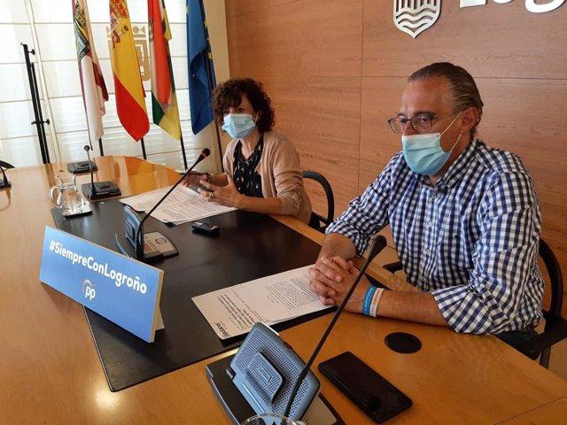 Los concejales del Grupo Municipal Popular en el Ayuntamiento de Logroño, Celia Sanz y Ángel Sáinz