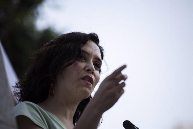 La presidenta de la Comunidad de Madrid, Isabel Díaz Ayuso acude al acto de homenaje a Miguel Ángel Blanco cuando se cumple el XXIV aniversario de su muerte, en los Jardines de Miguel Ángel Blanco, a 12 de julio de 2021, en Madrid (España). Bajo el lema '