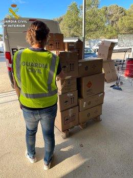 La Guardia Civil interviene material pirotécnico a puntos de venta por Sant Joan.