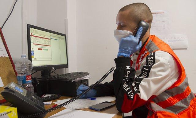 Archivo - Cruz Roja crea la iniciativa 'Cruz Roja Te Escucha' +hacerle frente a la fátiga Pandémica