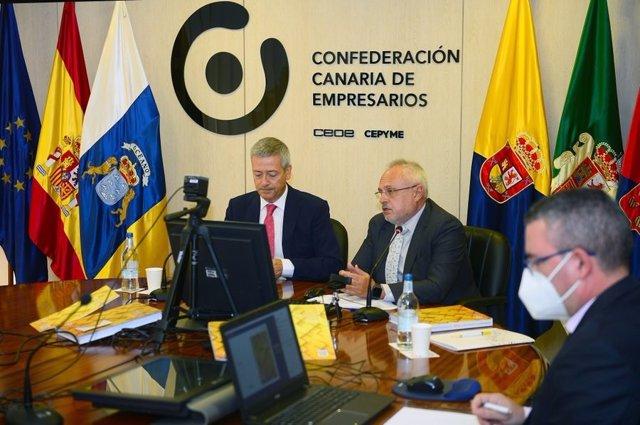 Archivo - El presidente de la Confederación Canaria de Empresarios de Las Palmas (CCE), Agustín Manrique de Lara, durante una rueda de prensa