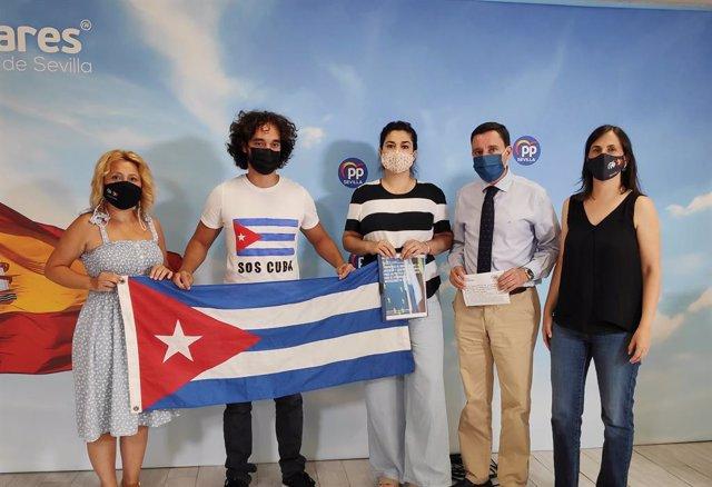 De la Rosa con la Asociación de Cubanos Libres de Andalucía