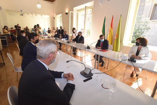 Instituciones, agentes sociales y partidos firman en Granada un manifiesto por el Corredor Litoral Mediterráneo