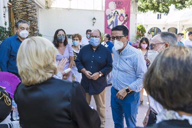 El diputado de Cultura y Cine, Manuel Guzmán, asiste a la Muestra de Música Tradicional de la Alpujarra en el Casino de Dalías (Almería)