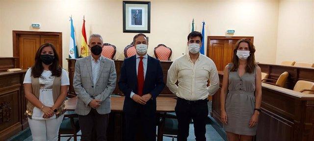 El delegado territorial de Turismo de la Junta en Córdoba, Ángel Pimentel (centro), en su visita a Lucena.