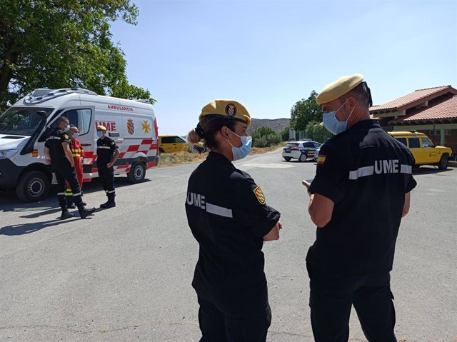 Un centenar de efectivos de la UME trabajan en el incendio del Yerga, que ha tenido a los vecinos en vela esta noche