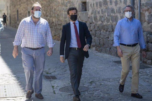 El presidente del PP, Pablo Casado, a su llegada a las jornadas para la convención del PP del próximo otoño, a 19 de julio de 2021, en Ávila, Castilla y León (España).