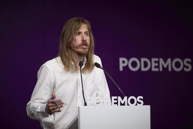 El portavoz de Podemos, Pablo Fernández, durante una rueda de prensa en la sede del partido, a 19 de julio de 2021, en Madrid (España).