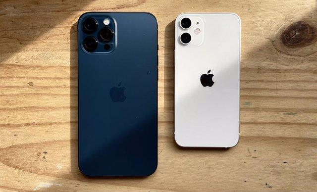 Archivo - IPhone 12 Pro Max y iPhone 12 mini