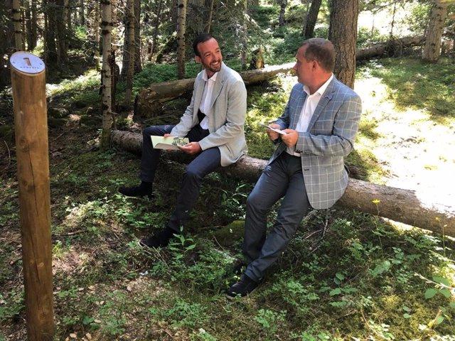 Jordi Torres y Josep Majoral en el primer punto del itinerario 'Momentos'