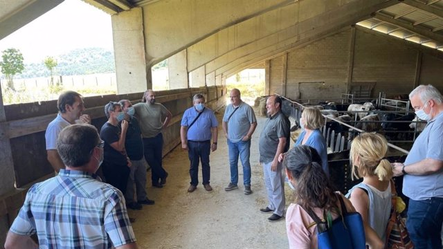 EAJ-PNV visita en Álava una explotación ganadera