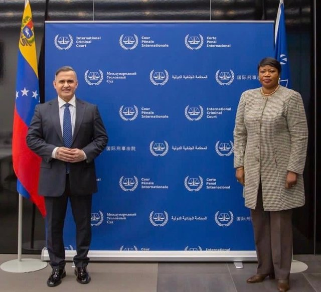 Archivo - Tarek William Saab, fiscal general de Venezuela, y Fatou Bensouda, fiscal jefe del TPI