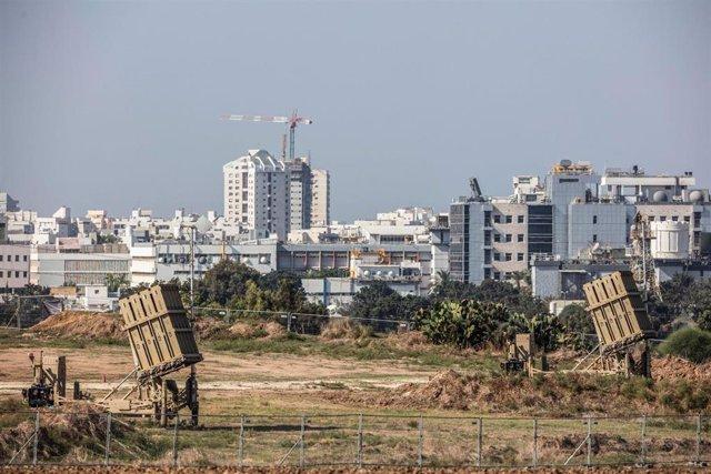 Archivo - Baterías antiaéreas del sistema 'Cúpula de Hierro' en Israel